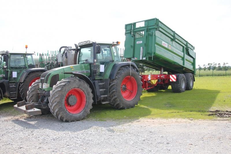 Fendt 924 und Kröger Agroliner